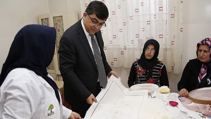 Başkan Fadıloğlu, Kadınların Çalışmalarını İnceledi
