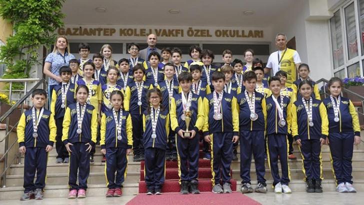 Gaziantep Kolej Vakfı yüzücülerine madalya yağdı