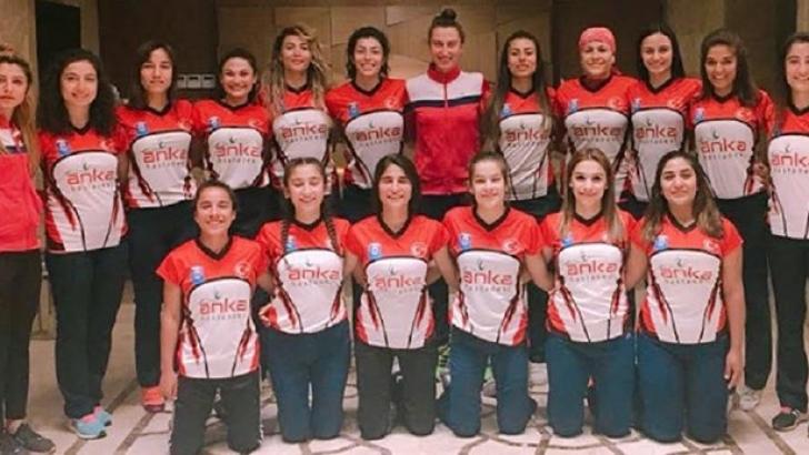Polisgücü Kadın Hokeycileri şampiyonluk için sahaya çıkıyor