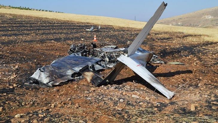 Eğitim uçağı düştü: 1 ölü