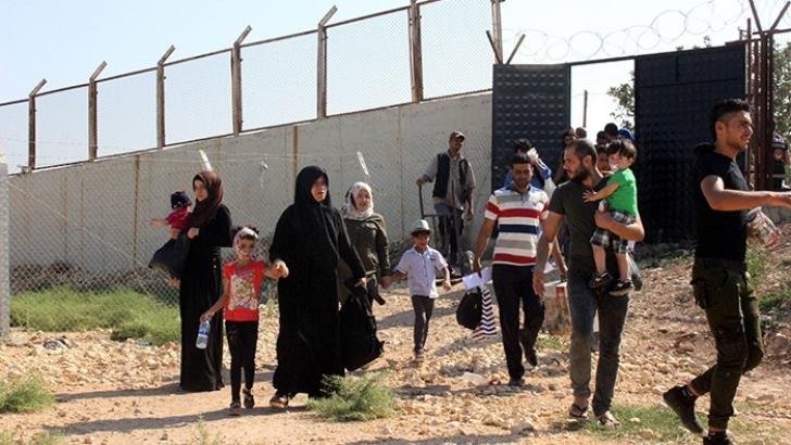 Ülkelerine gitmek isteyen Suriyeliler Öncüpınar'a akın etti