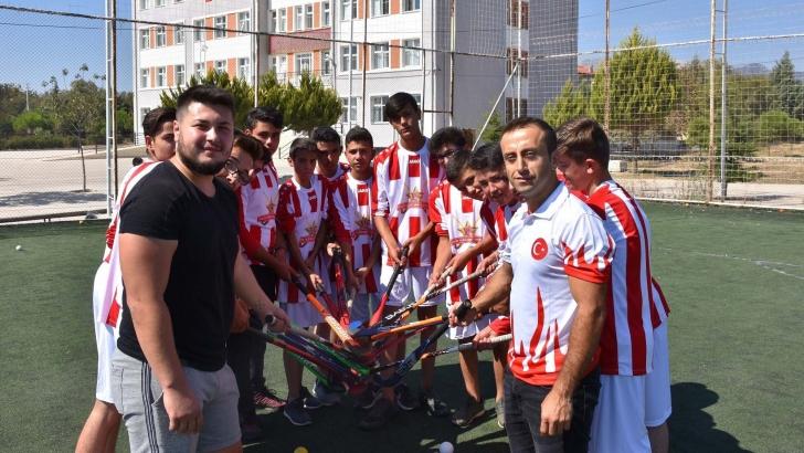 Türk hokeyi yıldızlarını keşfediyor