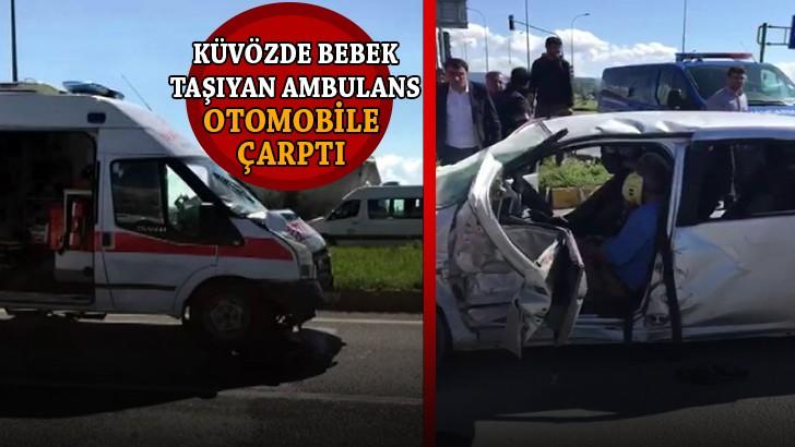 Küvözde bebek taşıyan ambulans, otomobil ile çarpıştı