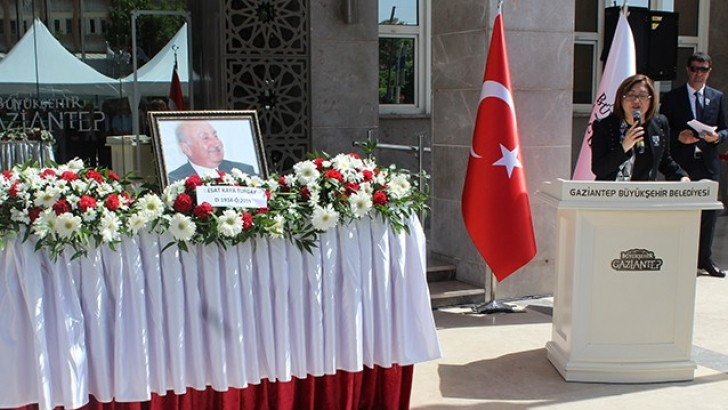 Esat Kaya Turgay için belediye önünde tören düzenlendi