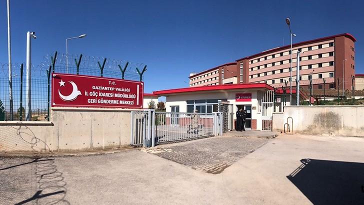 Bakan Soylu, Gaziantep'te İl Göç İdaresinde incelemelerde bulundu
