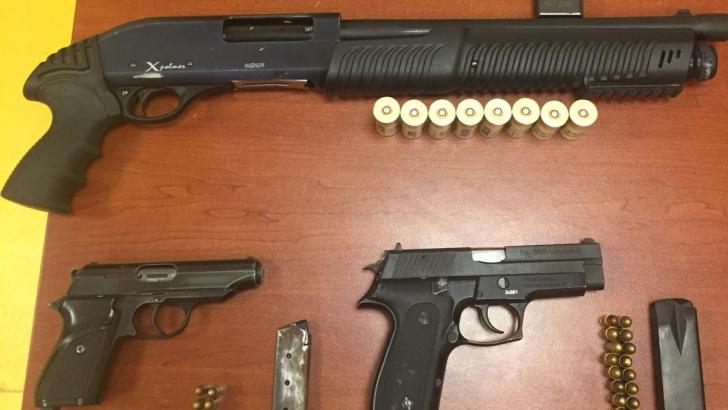 Dur İhtarına Uymayan Araçtan Silah Ve Fişek Çıktı