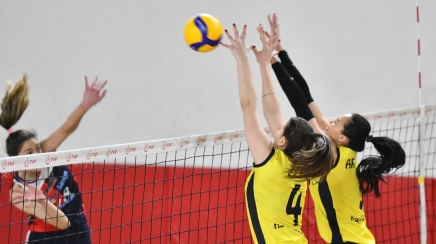 ADAM VOLEYBOL PLAY-OFF'TA